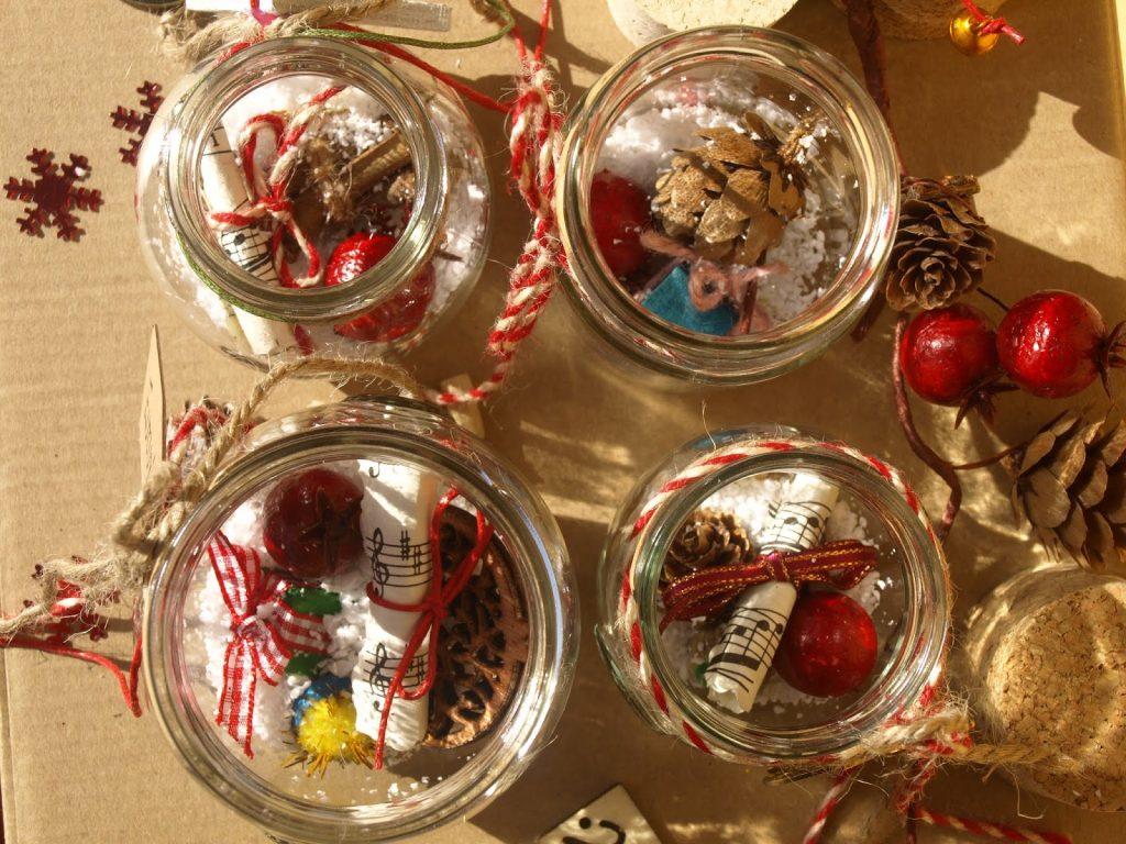 Χειροποίητα χριστουγεννιάτικα γούρια σε βαζάκια