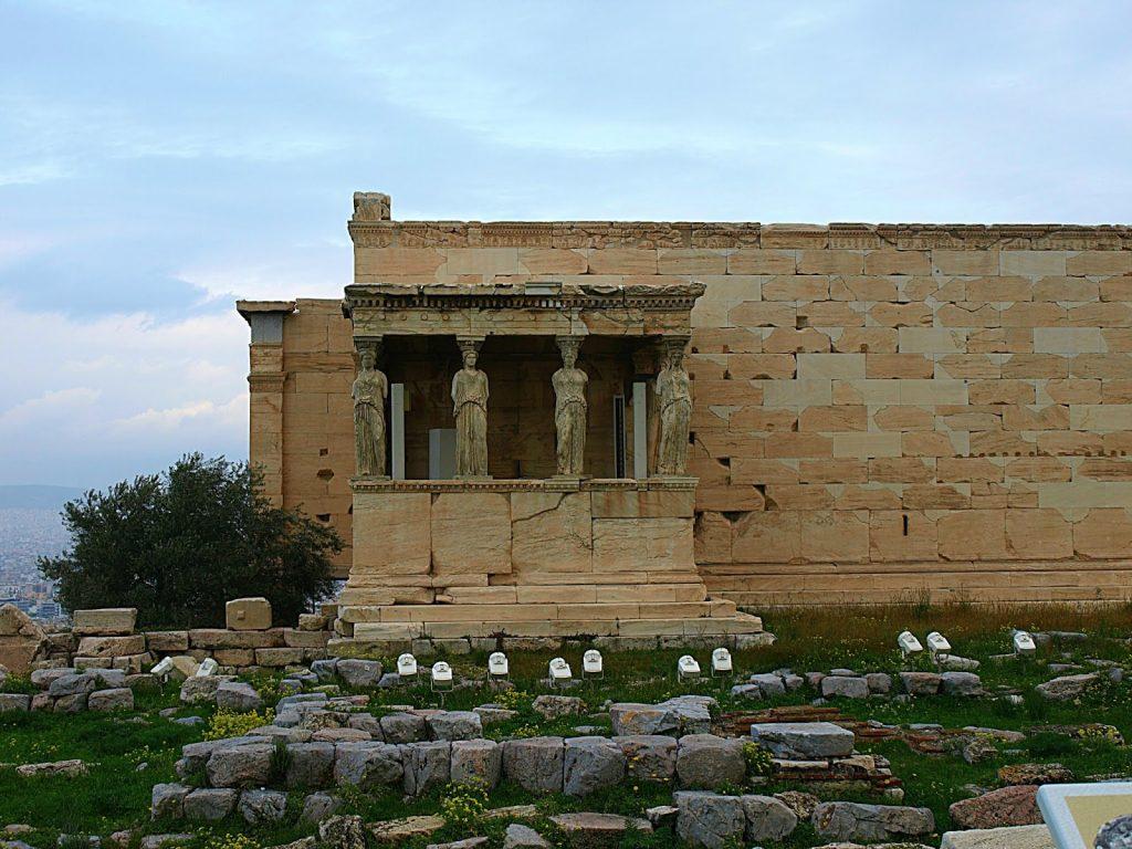 Acropoli-of-Athens-Karyatides Mia-volta-sthn-Acropoli-me-ta-paidia