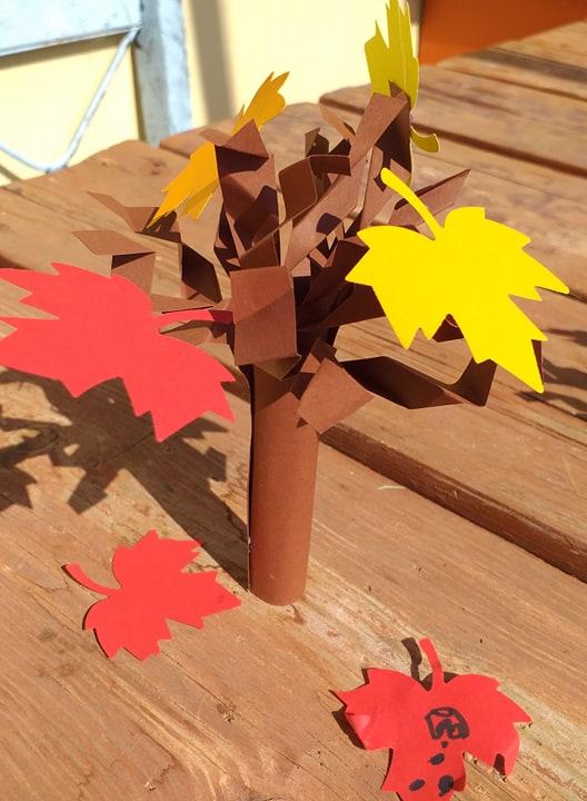 Φθινοπωρινό δέντρο από χαρτόνι