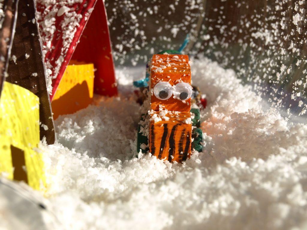 Φτιάχνουμε Χριστουγεννιάτικες χιονισμένες γυάλες