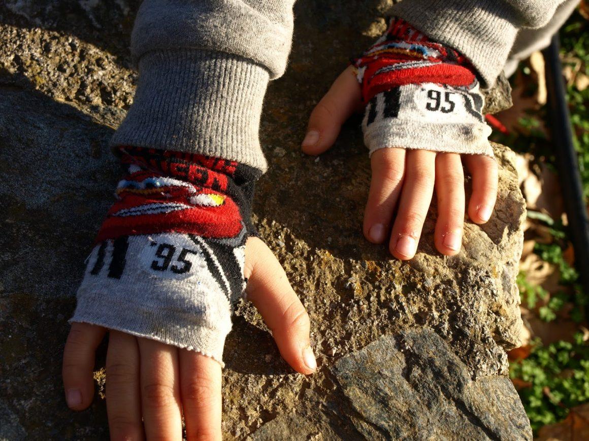 Φτιάχνουμε γάντια από παλιές κάλτσες
