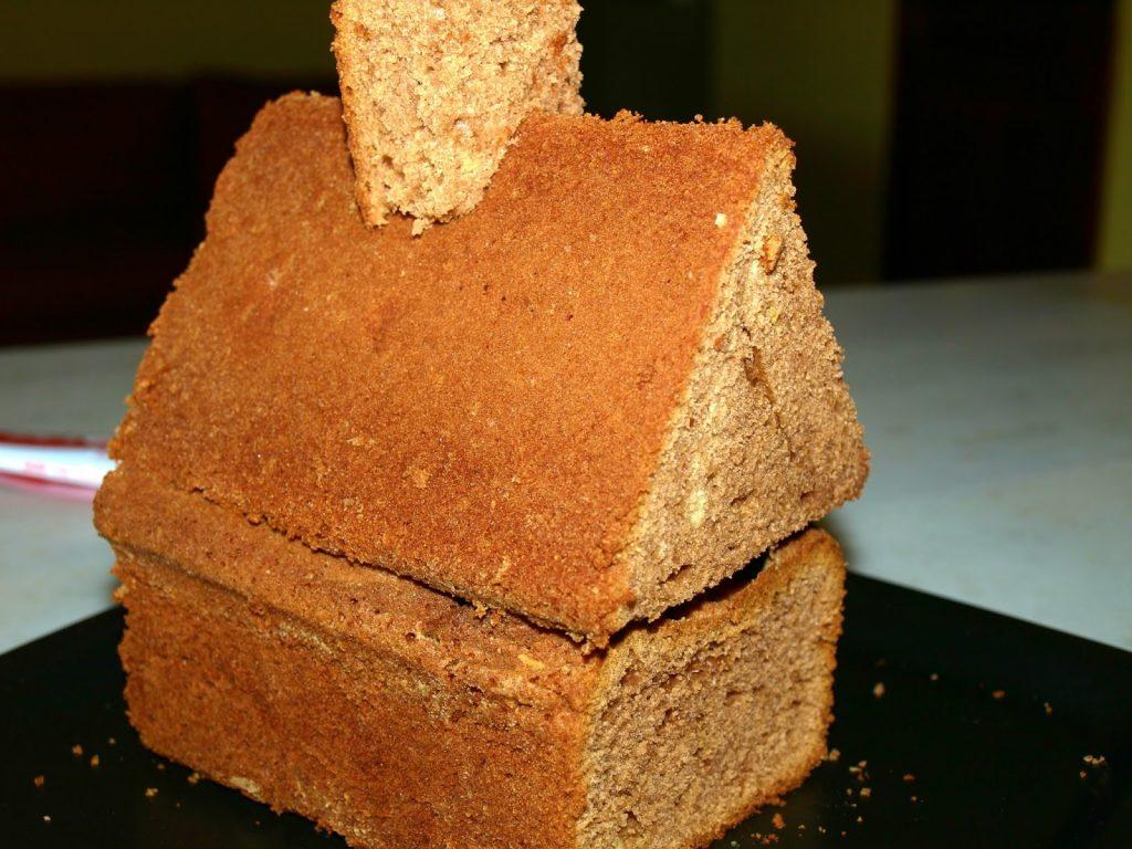 Φτιάχνουμε πεντανόστιμο χριστουγεννιάτικο κέικ σπιτάκι