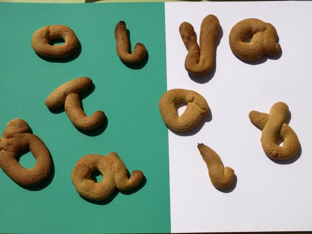 Γράμματα της αλφαβήτου σε κουλουράκια