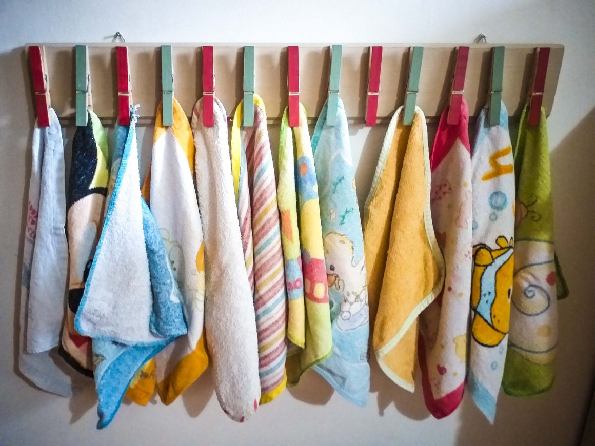 Φτιάχνουμε κρεμάστρα για πετσέτες από μανταλάκια