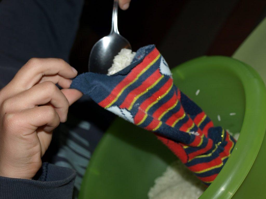 Φτιάχνουμε πασχαλινά λαγουδάκια από παλιές κάλτσες