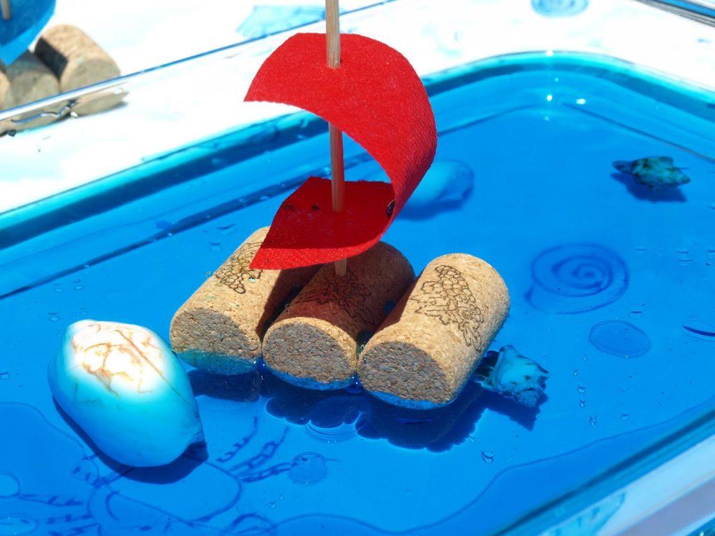 Φτιάχνουμε βαρκούλες από φελλό που επιπλέουν