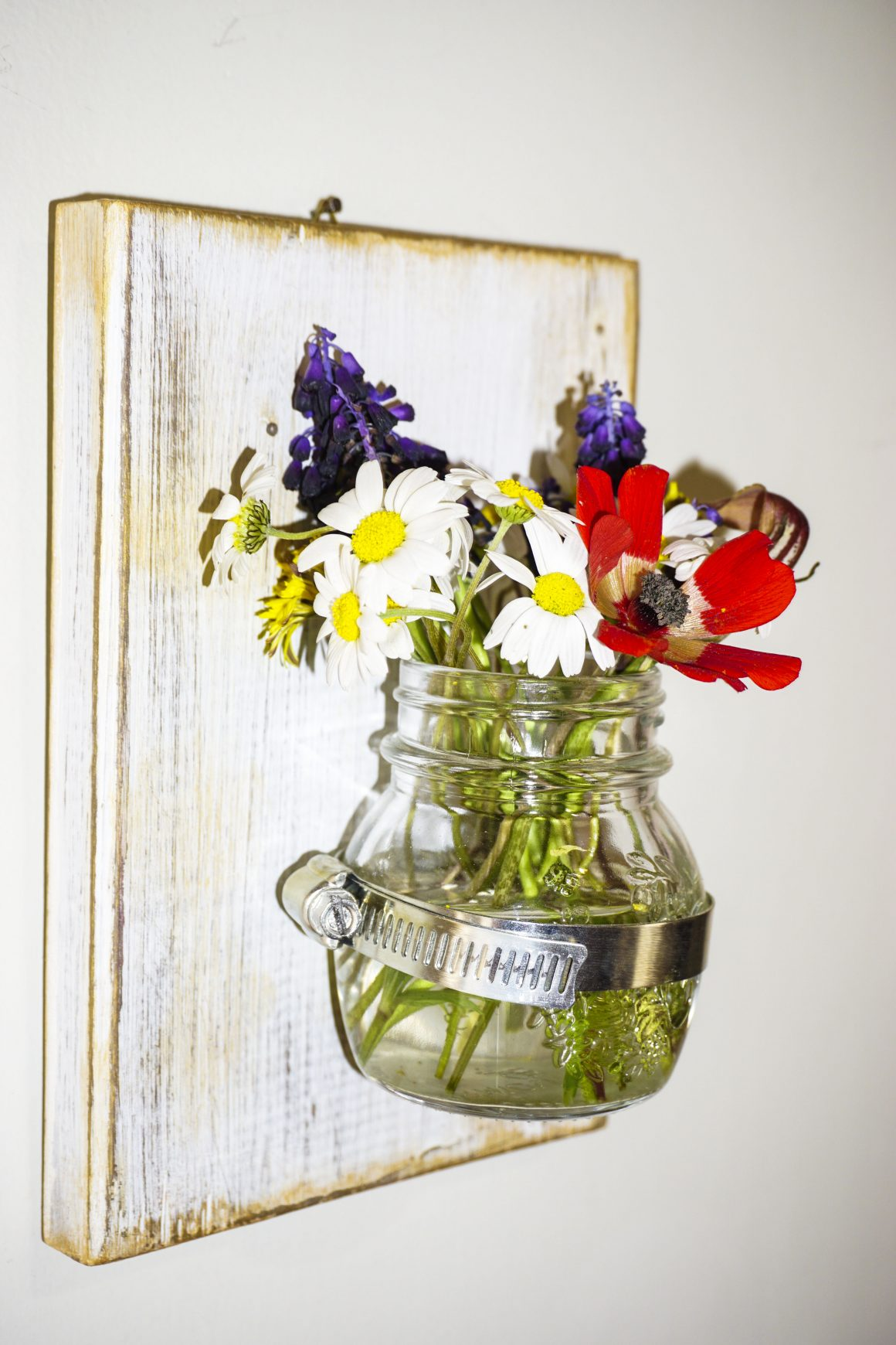 chalk paint - vases and flowers