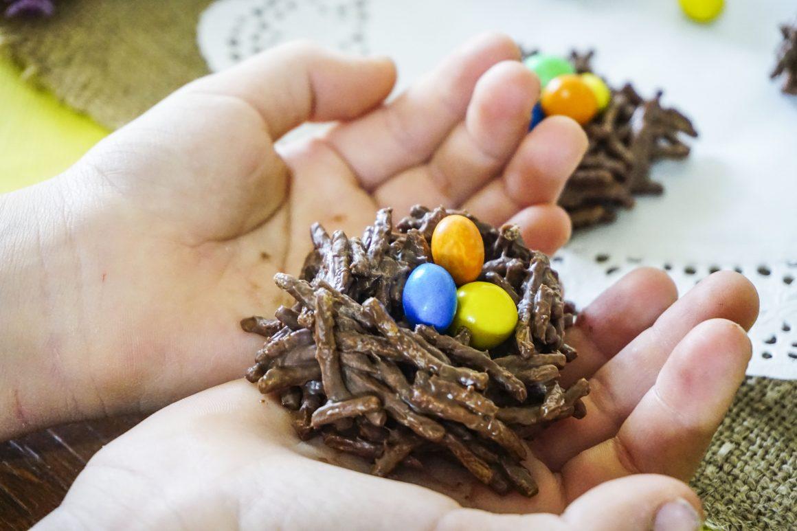 Σοκολατένιες πασχαλινές φωλιές με τρία υλικά
