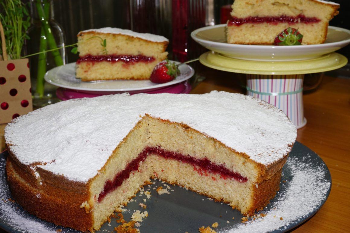 Το πιο λαχταριστό & μυρωδάτο κέικ φράουλας