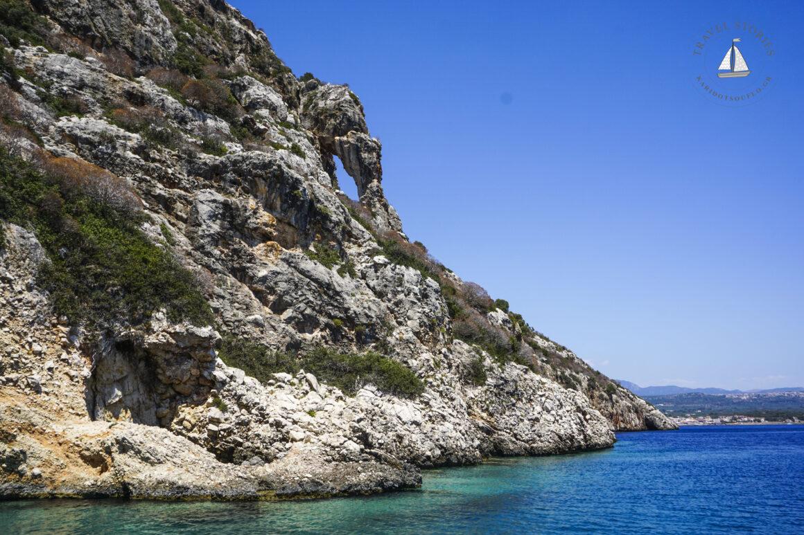 Κρουαζιέρα στο νησί Πρώτη με το σχήμα κροκόδειλου