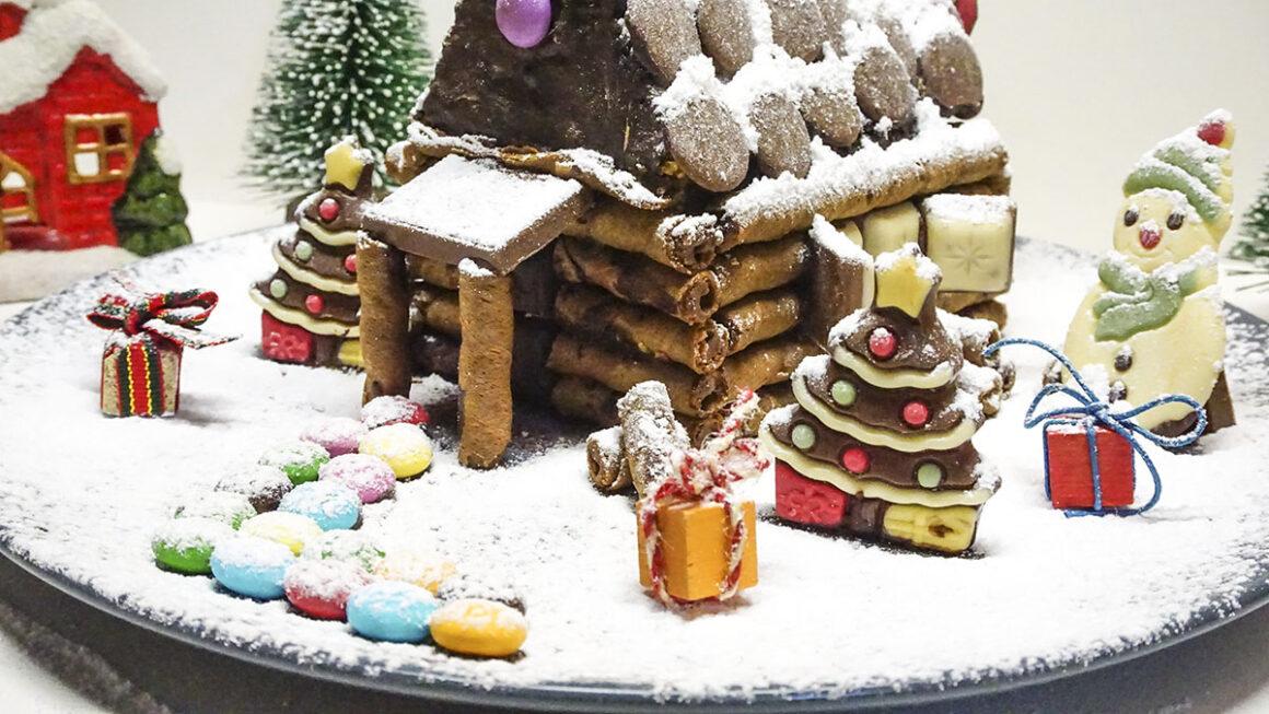 Χριστουγεννιάτικο-σοκολατένιο-σπιτάκι-από-κέικ