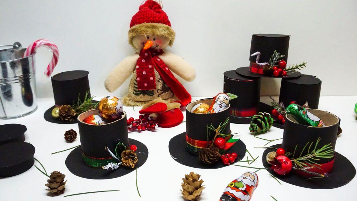 Χριστουγεννιάτικα-καπέλα-στολίδια-γεμάτα-δώρα