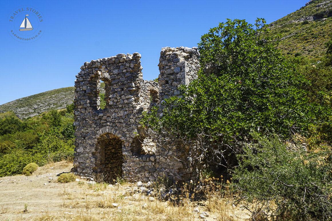 Γκιότσαλι-το-ακατοίκητο-χωριό-του-Πάρνωνα