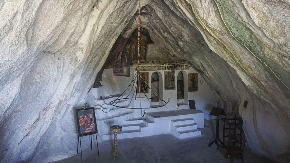 Τσίντζινα-Πολύδροσο-άγιος-Ιωάννης-μοναστήρι-στο-βράχο
